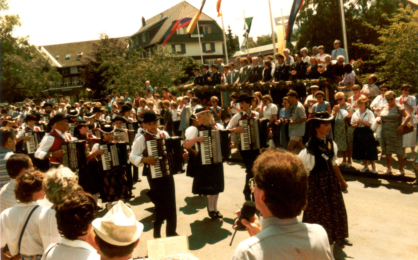 Festumzug  der freiwilligen Feuerwehr Hinterzarten - Juli 1986