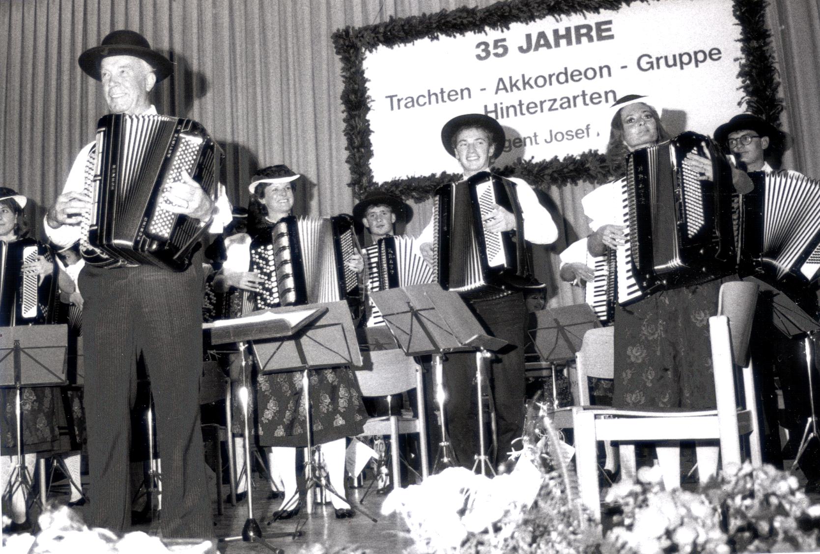 Dirigentenwechsel und Jubiläum 35 Jahre Trachten-Akkordeongruppe - Oktober 1991